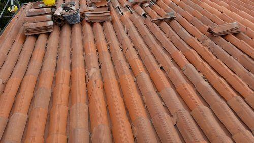 tegole su di un tetto