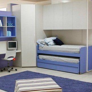 cameretta con letto singolo, scrivania e tappeto blu