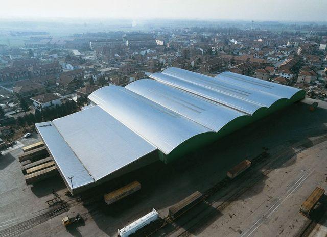 Coperture per capannoni Copri System a Torino: copertura tetto di una fabbrica vista dall'alto