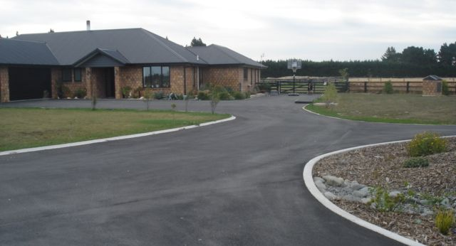 Paving experts can asphalt your driveway in Christchurch