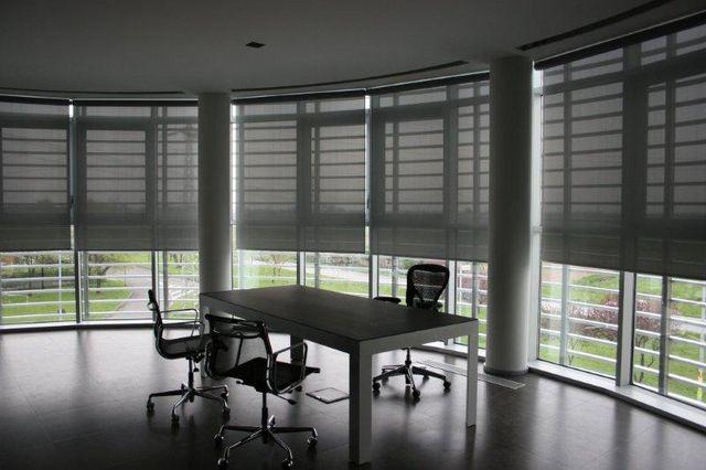 ufficio con tende tradizionali