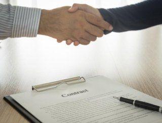 Stretta di mano e contratto formato