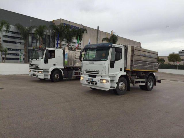 due camion degli spurghi