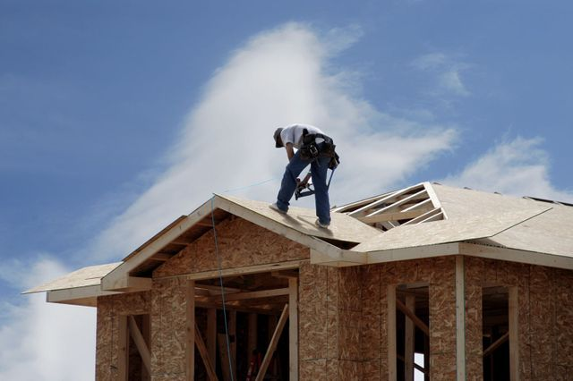 Contractor providing roofing services in Fairbanks, AK