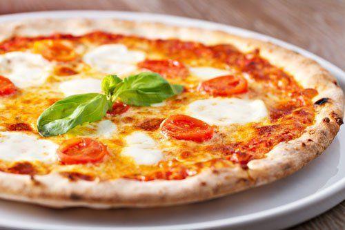 Pizza margherita a Roma