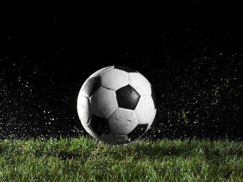 palla calcio con sfndo nero