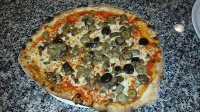 Pizza cotta nel forno a legna presso Ristorante Pizzeria Alloggio Il Capitano a San Benedetto Po
