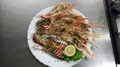 Piatto a base di Scampi e  Pesce Spada presso Ristorante Pizzeria Alloggio Il Capitano