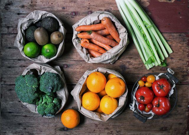 Pomodori, carote,sedano,arance,broccoli,lime,kiwi e avocadi di prima qualità