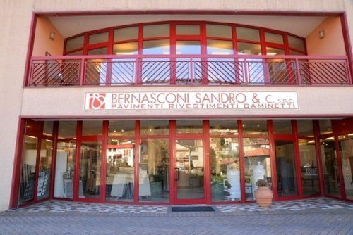 veduta esterna del negozio Bernasconi Sandro & C s.n.c