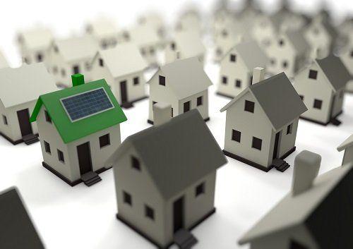 casa con impianto solare sul tetto