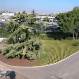 strada privata con giardino