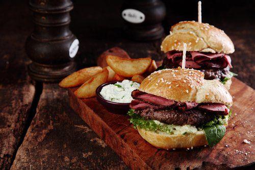 tagliere con hamburger
