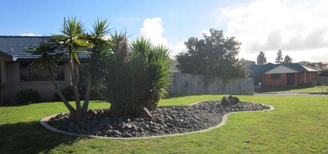 New garden kerb in a Waikato garden