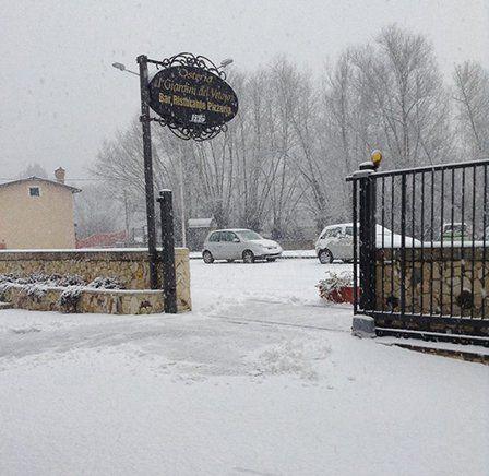 Entrata del parcheggio dell' Osteria I giardini del Vetojo, Bar ristorante e Pizzeria
