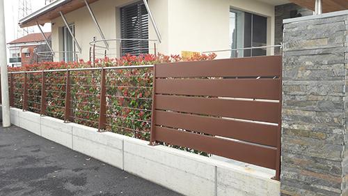 recinzione metallica marrone