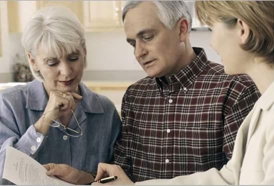 Badante professionale aiuta gli anziani a Varese