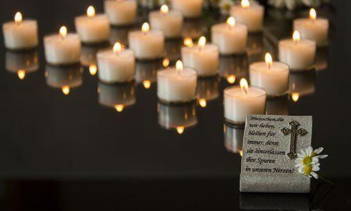 carta funerale backround nero a lume di candela memorial