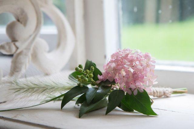 wear flowers