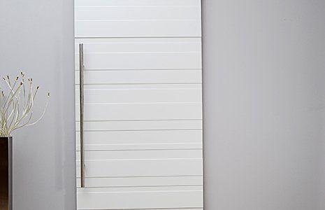 porta scorrevole in legno con rifiniture in acciaio