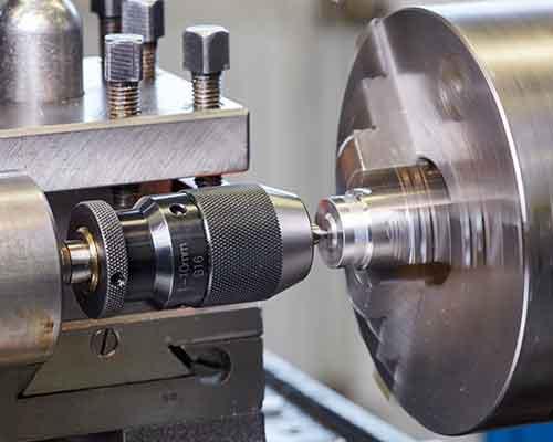 macchina industriale per la filettatura del metallo