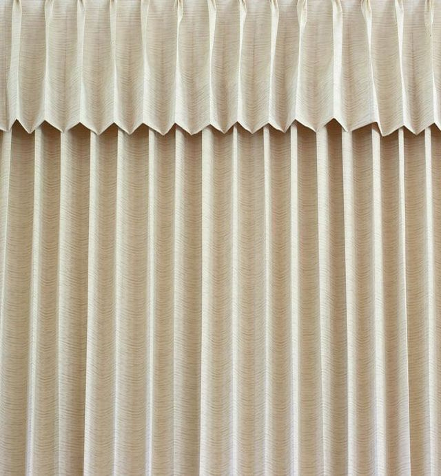 curtain fitting