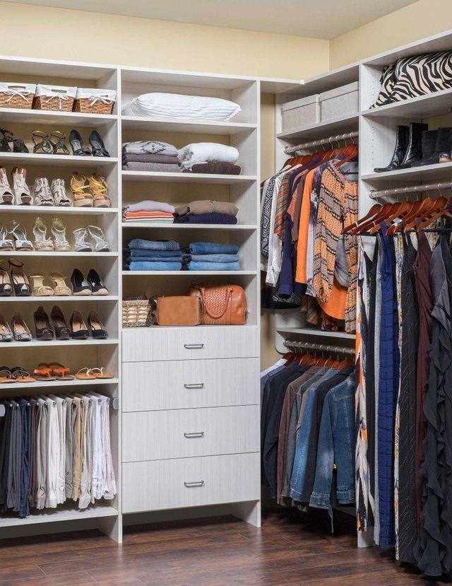 Women S Custom Walk In Closet System