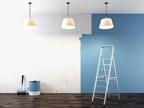 Tinteggiatura di una parete interna in blu