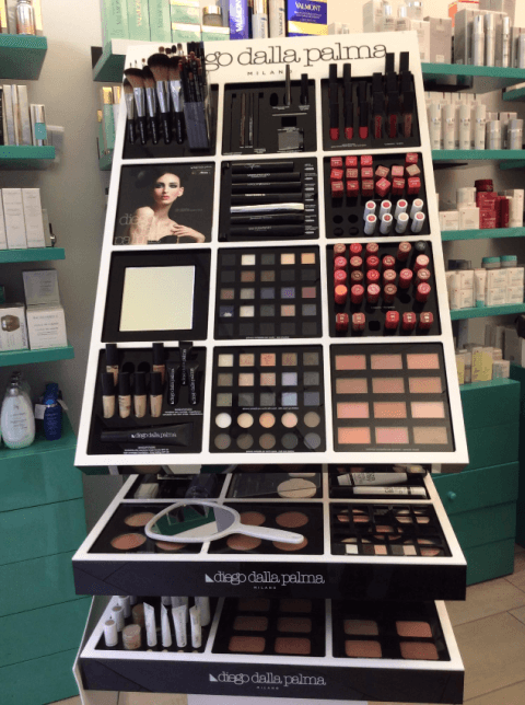 Esposizione prodotti di cosmetica professionale