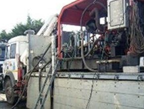 Interno camion spurgo in azione