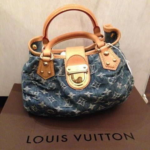 vista frontale borsa a bauletto a marchio LOUIS VUITTON