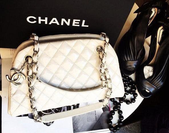 borsa bianca a marchio CHANEL