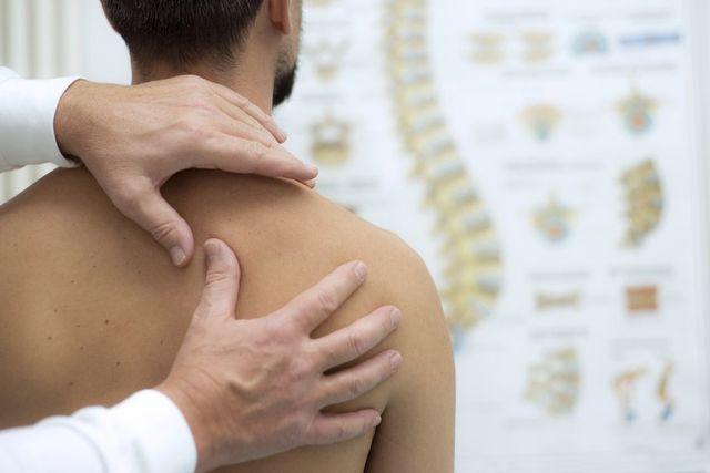 Durere de spate care se extinde pana la burta