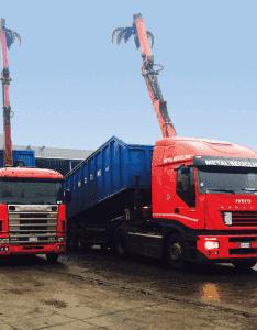 Camion con cassone scarrelabile per il trasporto dei rottami a Moncalieri
