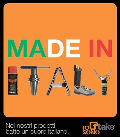 scritta made in italy fatta con strumenti per riparazione di scarpe