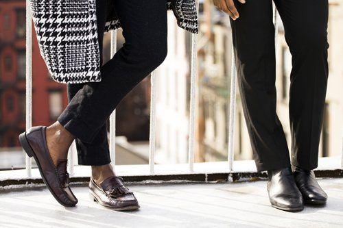 calzature artigianali eleganti indossate da un uomo e da una donna