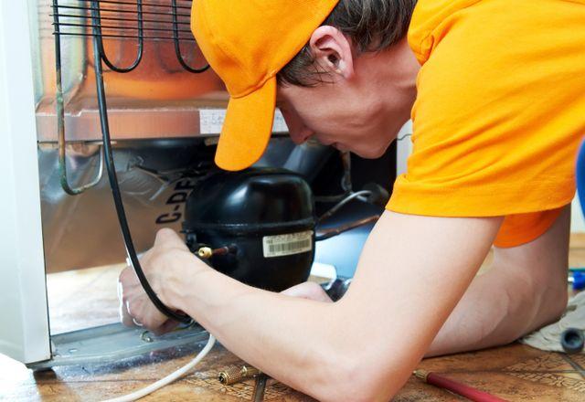 Repair man providing appliance service in Pierce County, WA
