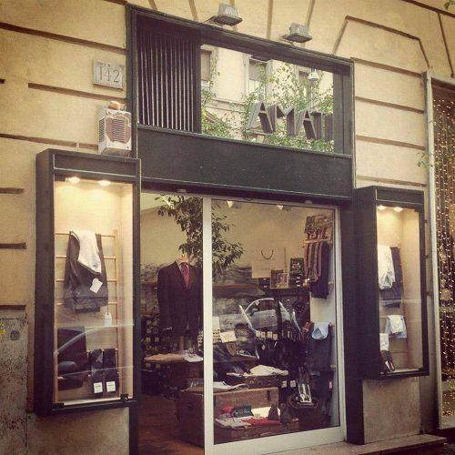 vetrine negozio di abbigliamento