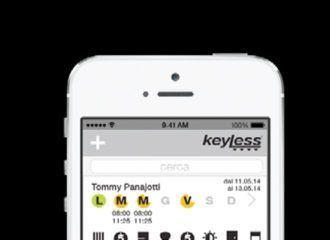 un telefono e sullo schermo la scritta keyless