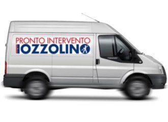 un furgone con scritto pronto intervento Iozzolino
