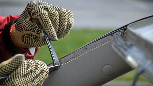 Repairing auto glass