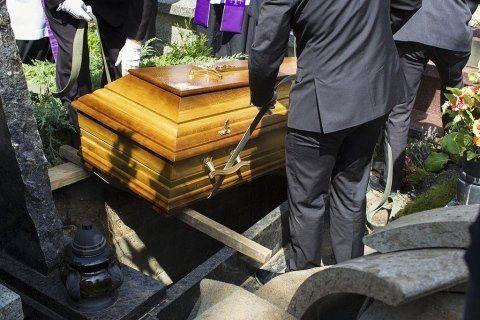 Posa salma durante una cerimonia funebre