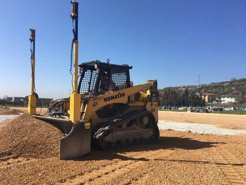 Le spianature dei terreni effettuati vengono effettuati in maniera precisa, ordinata ed efficace, mediante l'impiego di macchinari ad hoc, guidati e manovrati dal personale esperto,