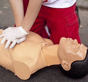 Individual training for emergency first aid