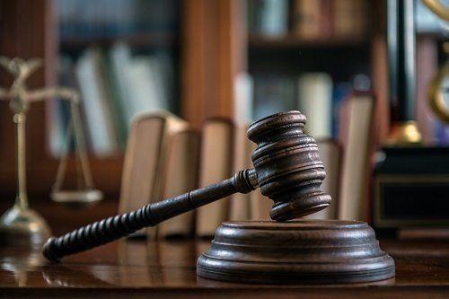 Primo piano del martello della giustizia