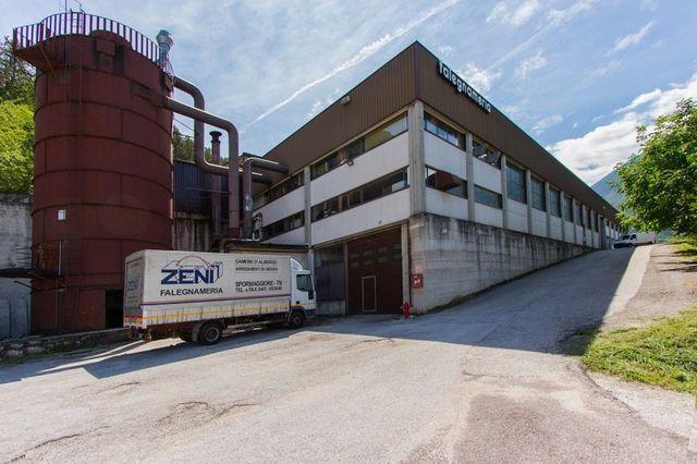 Esterno dello stabilimento Falegnameria Zeni