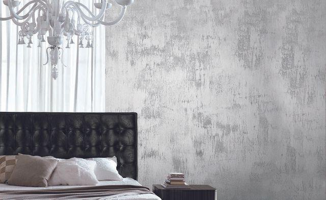 parete dipinta, con letto con spalliera in pelle e comodino