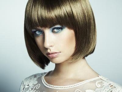 Donna con la parrucca