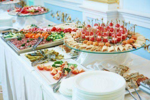 Un buffet di stuzzichini e specialità di cucina campana