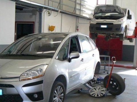 auto grigio metallizzato